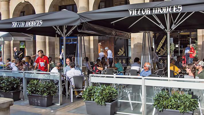 Terraza del restaurante Victor Montes